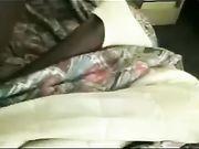 Eine reife Frau Sex im Bett mit einem schwarzen Mann