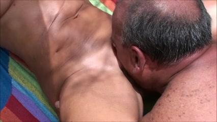 Frau wird gefingert nackt